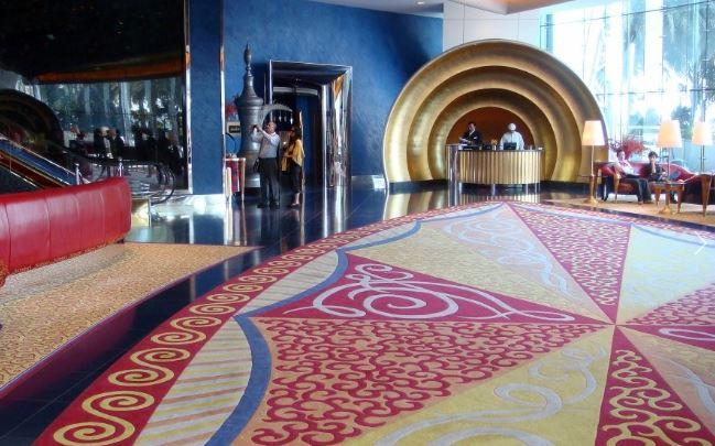 Холл отеля Burj al Arab