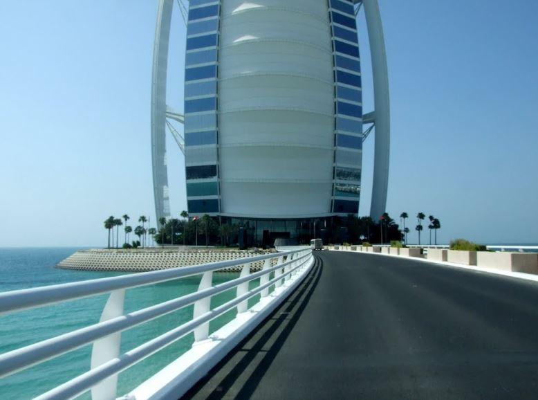 Мост к отелю Бурдж-аль-Араб